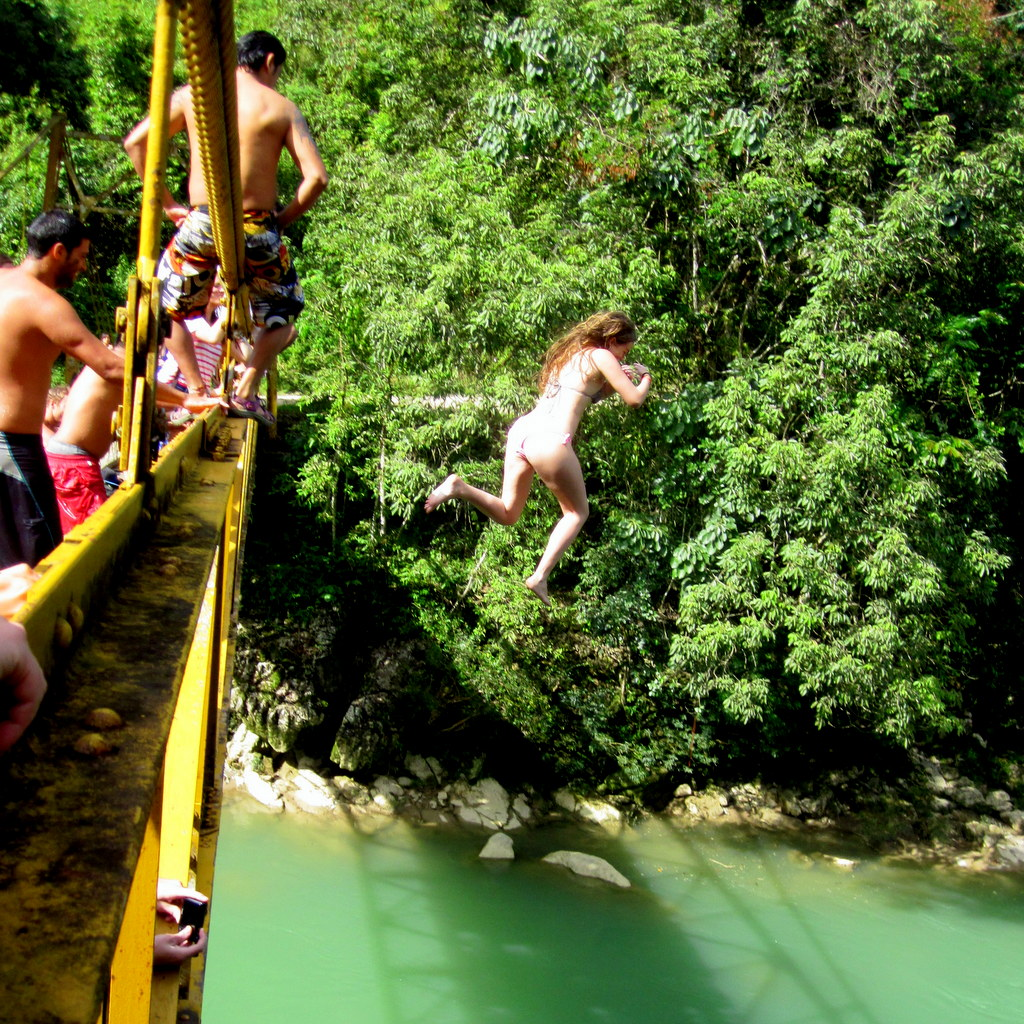 Jumping off stuff Ozzy style (Semuc)